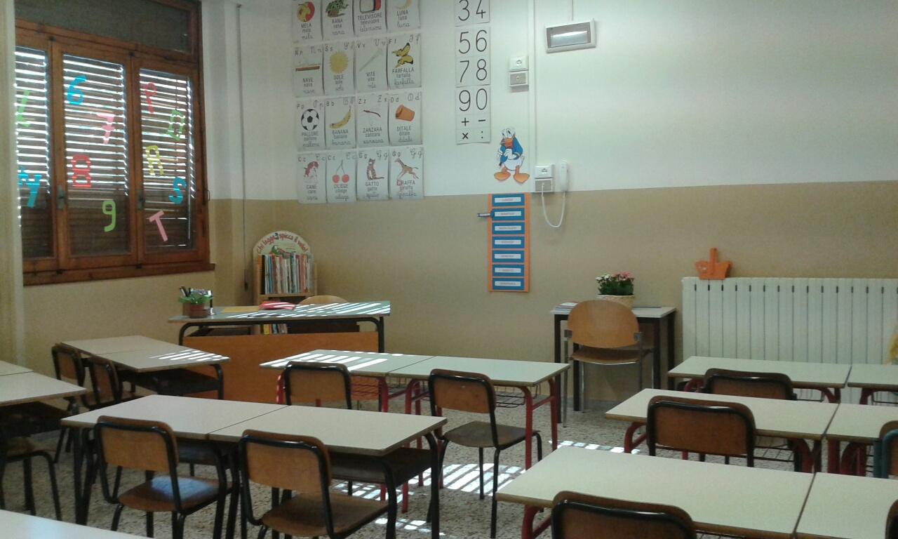 Una delle nuove aule della scuola primaria Lorenzo il Magnifico