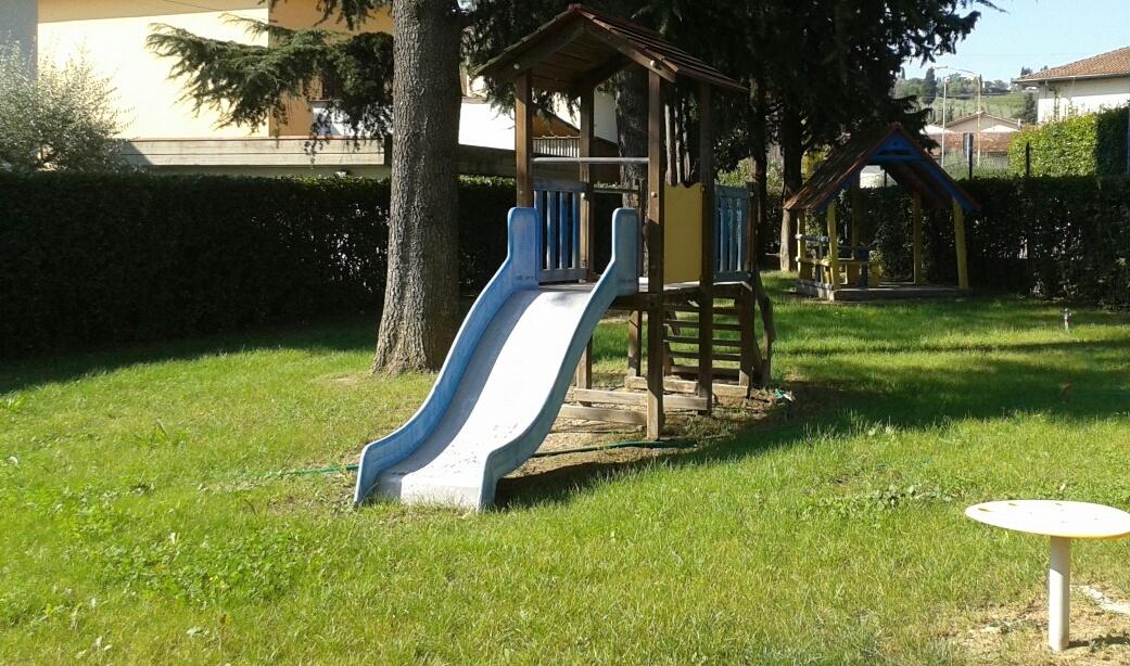 Il giardino della scuola d'infanzia del Poggetto, con il nuovo prato