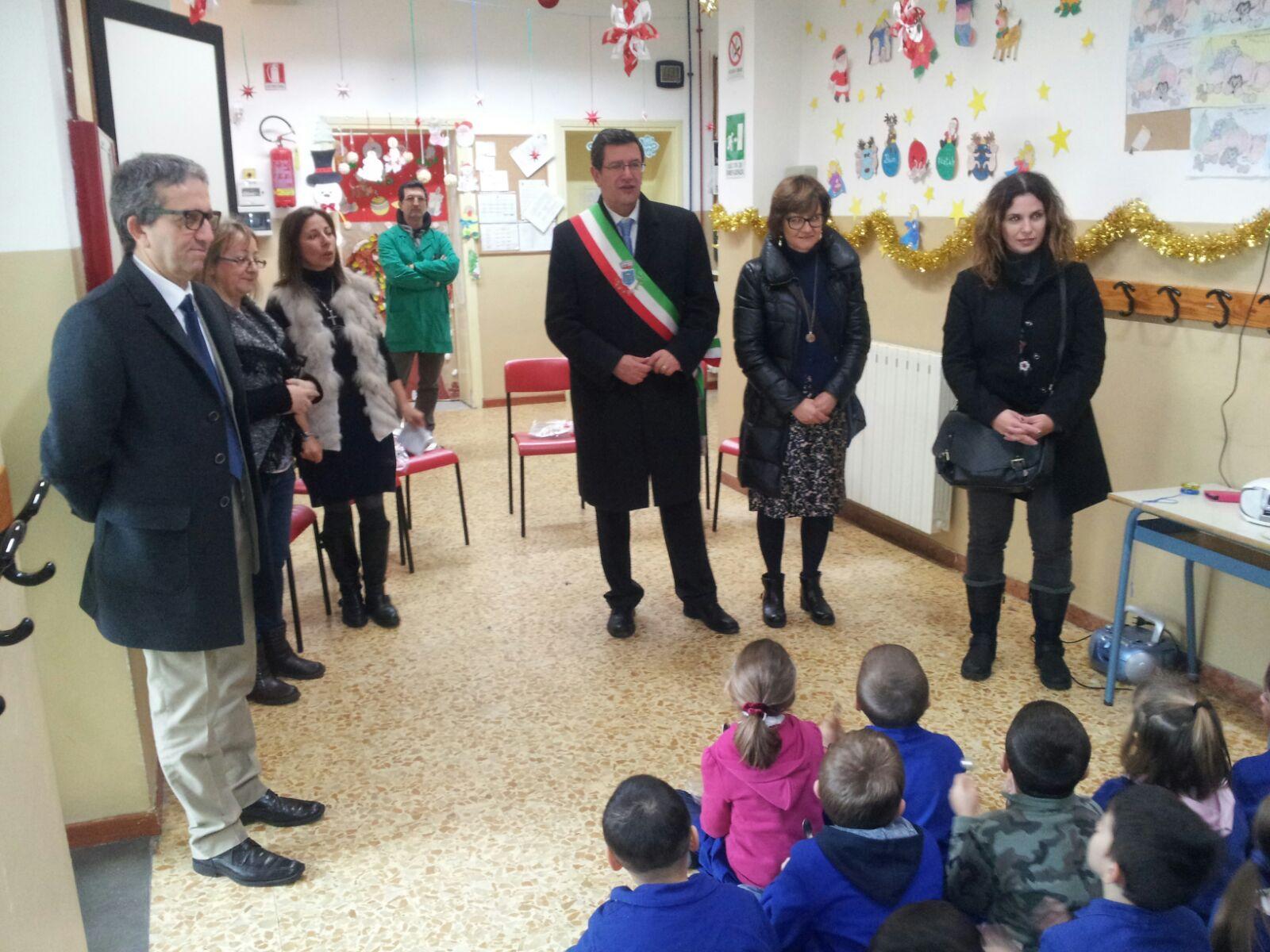 Gli auguri di buone feste agli alunni della scuola primaria Lorenzo il Magnifico