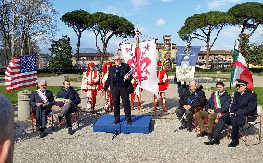 La cerimonia di intitolazione della piazza a Filippo Mazzei