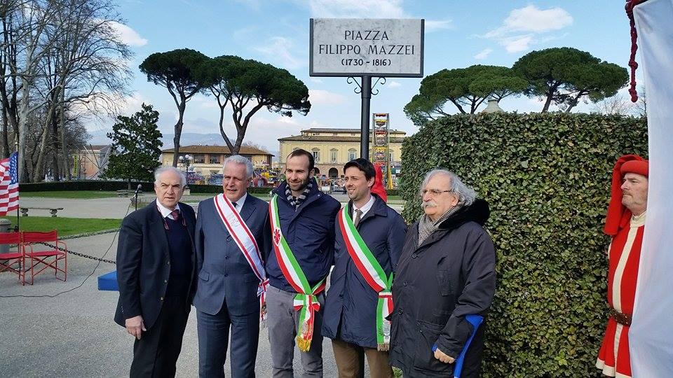 La targa della nuova piazza Filippo Mazzei